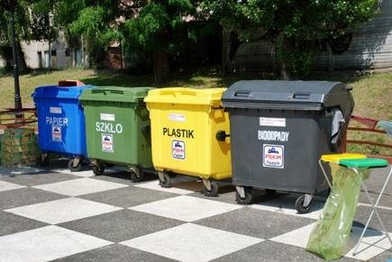 Як виглядають урни для сміття у Польщі?